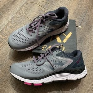 New Balance Runing Shoes Size 10 840 V4